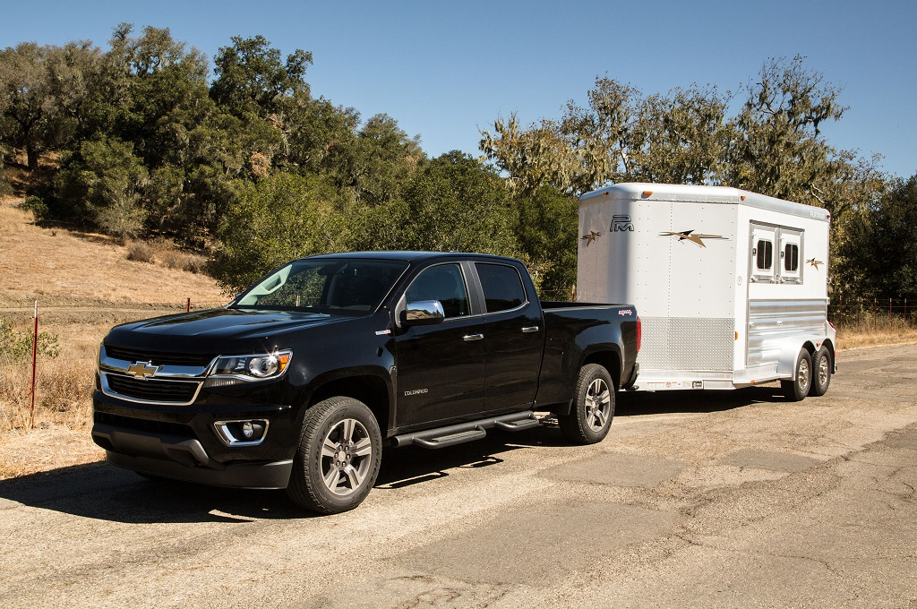 trailer your horses with these 2016 chevrolet trucks jay hodge chevrolet. Black Bedroom Furniture Sets. Home Design Ideas